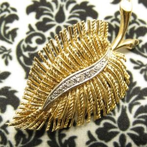 Jewelry - Vintage 14k Gold and White Diamond Brooch